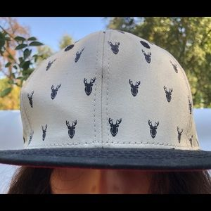 Jeff hat with deer, tan and black
